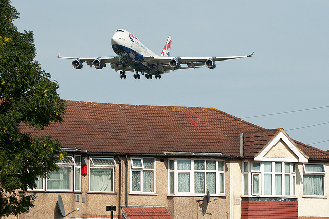 Aircraft coming into land at Heathrow. Image Credit: Martin Hartland via Flickr